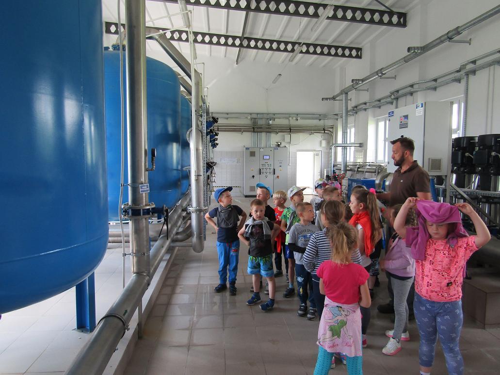 Wizyta uczniów klas 0 w PSZOK i w punkcie ujęcia wody.
