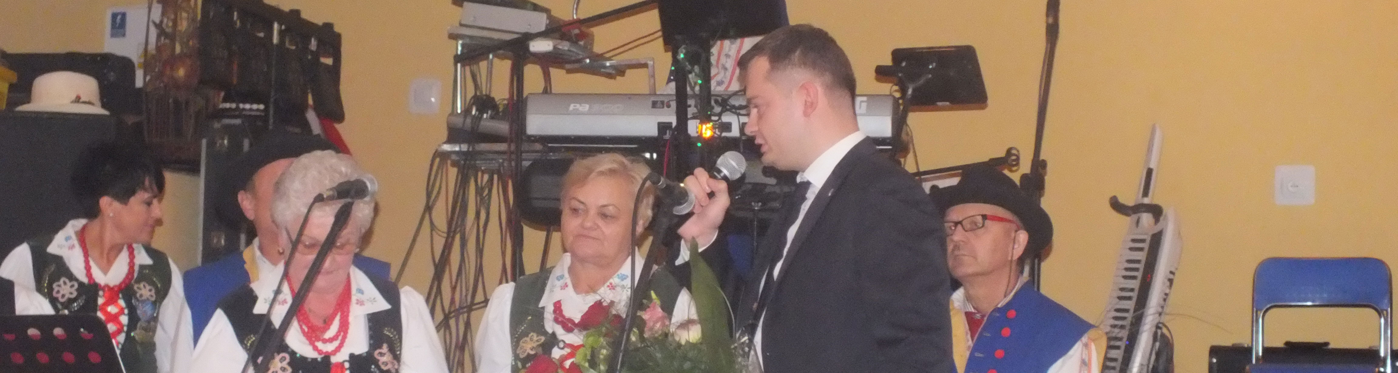 """20 lat temu swoją działalność rozpoczął Zespół Ludowy """"Leszczynki""""."""