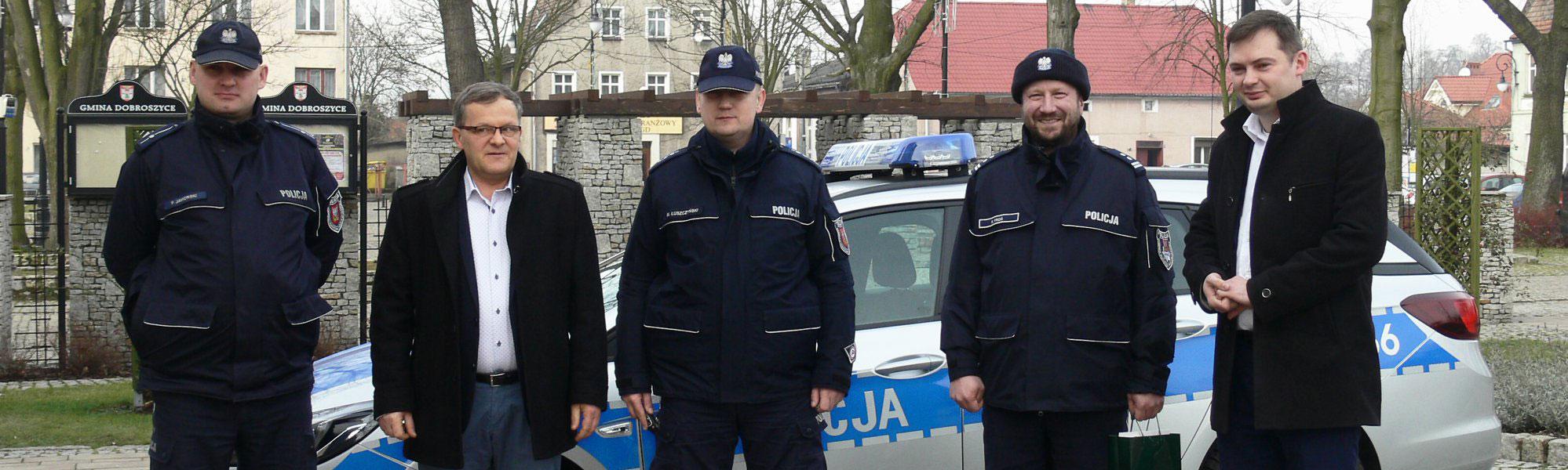 Nowy radiowóz w Dobroszycach